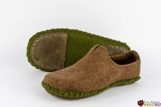 Unisex moccasin felted slippers handmade wool by perfectfelt Mens Moccasin Slippers, Moccasins Mens, Felted Slippers, Felt Boots, Wool Shoes, Narrow Shoes, Handmade Leather Shoes, Barefoot Shoes, Shoe Pattern