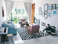 12 Small Living Room Designs To Look For this 2018 - House And Decors Small Living Room Design, Colourful Living Room, Home Room Design, Small Living Rooms, Living Room Designs, Living Room Decor Furniture, Living Room Interior, Room Decor Bedroom, Modern Minimalist Living Room
