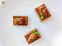 Chocolate: #Brownie de #cacao y #algarroba rubia con dulce de leche y menta, en clase 10 http://www.conscienciaviva.com/