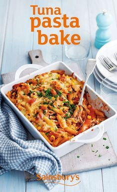 This easy tuna pasta bake recipe is ready in just 45 minutes and is a great winter week-night meal for all of them family. Any leftovers can be taken into work the next day for lunch.