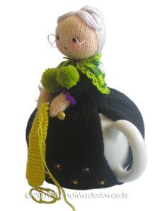 Ravelry: Sweet Old Lady Tea Cosy pattern by Loly Fuertes