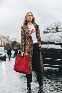 Fashion Tips For Ladies Pfw Paris Fashion Week Fall 2016 Street Style Collage Vintage Leopard Coat Gucci Bag Red 7 Street Style Chic, Street Style 2016, Fashion Week Paris, Look Fashion, Autumn Fashion, Gq Fashion, Fall Street Fashion, Dress Fashion, Fashion Clothes