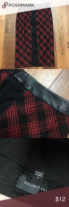 {The Limited} Plaid Pencil Skirt w Leather Accent Size 2. EUC!! Beautiful leather trim at waist! Super cute for the office or can pull together any grunge look ❤ The Limited Skirts Pencil