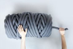 Let's arm knit a blanket! It's a quick DIY project that will take you under two hours to complete. In this tutorial, we will be using Ohhio Braid — a chunky kni…