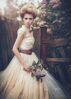 Zeichnung Marilyn Monroe, Tulle Wedding, Wedding Gowns, Ethereal Wedding, Relaxed Wedding, Boho Wedding, Wedding Hair, Bridal Dresses, Fashion Photography