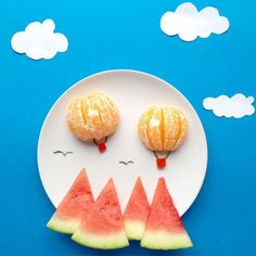watermelon mountains with orange hot air balloons is the cutest way to prep a breakfast fruit plate! Play with good food, fun food for kids Toddler Meals, Kids Meals, Cute Food, Good Food, Funny Food, Food Art For Kids, Fruit Art Kids, Creative Food Art, Childrens Meals