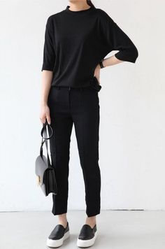 Death By Elocution : black tee, black bottoms, black slip ons, black bag Look Fashion, Korean Fashion, Fashion Outfits, Fashion News, Fashion Trends, Mode Simple, Neue Outfits, Looks Street Style, Androgynous Fashion
