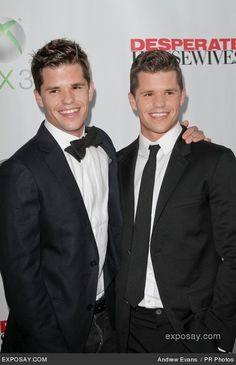 The wolf boys from teen wolf Carver Twins, Max Carver, Desperate Housewives, Gorgeous Guys, Beautiful People, Max And Charlie Carver, Male Artists, Tyler Posey, People Online