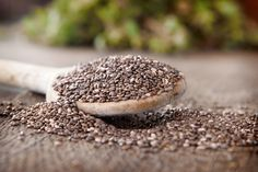 Another great source of omega 3 essential fatty acids, chia seeds are a true superfood. They help heal blemishes, soften the skin & decrease wrinkles, all because of their anti-inflammatory omega Health And Nutrition, Health And Wellness, Health Tips, Milk Nutrition, Clean Arteries, Chia Benefits, Health Benefits, Smoothie Vert, Bone Health