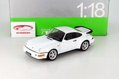 Hersteller: Welly Maßstab: 1:18 Fahrzeug: Porsche 964 Turbo Artikelnummer: 18026W Farbe: weiß EAN 4045591027360 Das Modell wurde in der gewohnt hochwertigen Welly-Qualität produziert und spiegelt das Original bestmöglich wieder.  Modellbesonderheiten:  originalgetreue Innenraumausstattung detaillierter Motorraum lenkbare Vorderräder zu öffnende Motorhaube, Türen und Kofferraum