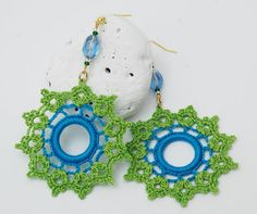 Round earrings in blue and green by lindapaula on Etsy Diy Jewelry, Jewelery, Fashion Jewelry, Bead Crochet, Crochet Earrings, Crochet Jewellery, Make Your Own Jewelry, Round Earrings, Learn To Crochet
