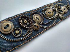 Nähprojekte Kleidung Upcycling Buttons 25 Neue Ideen – UPCYCLING IDEEN Sewing projects clothing upcycling buttons 25 new ideas, Diy Jeans, Recycle Jeans, Sewing Jeans, Jean Crafts, Denim Crafts, Button Crafts, Zipper Jewelry, Fabric Jewelry, Bracelet Denim