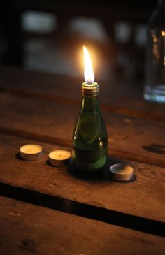 Choses que j adore Diy Lampe, Lampe Decoration, Oil Mix, Citronella, Backyard Patio, Glass Bottles, Lights, House Styles, How To Make