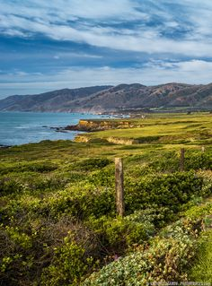 Green Road to the Mountains (California) - by Viktor Elizarov from www.PhotoTraces.com