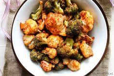 Als ik een makkelijke maar gezonde maaltijd wil maken kies ik vaak voor groente uit de oven. Hier geroosterde bloemkool en broccoli met mijn favo kruiden!
