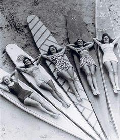 Un surf trip en mode Girls Only ? Vivez une expérience inoubliable sur le spot de La Torche… Au programme : cours de surf, pilates, yoga…  France is Fun