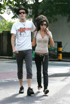Amy Winehouse and then-husband Blake Fielder go to the local shop to get groceries, in London, on Aug. Young Amy Winehouse, Wonderwall, Her Music, Gossip Girl, Beautiful Women, Hipster, Husband, Jade, Hipsters