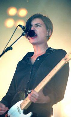 Justine Frischmann At Glastonbury 1995 Justine Frischmann, Modern Muse, Female Guitarist, Britpop, Alternative Music, John Legend, Rock Music, The Beatles, Rock N Roll
