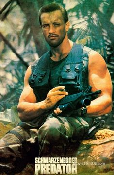 A gallery of Predator publicity stills and other photos. Featuring Arnold Schwarzenegger, Carl Weathers, Kevin Peter Hall, Sonny Landham and others. Arnold Schwarzenegger Predator, Arnold Schwarzenegger Movies, Arnold Schwarzenegger Bodybuilding, Best Action Movies, The Best Films, Good Movies, Arnold Body, Predator Arnold, Bodybuilder