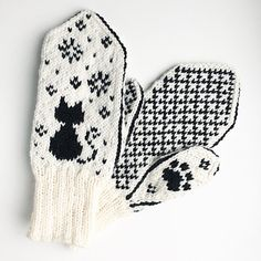 Ravelry: Katt i snøen / Snowy Cat pattern by Tonje Haugli Knitted Mittens Pattern, Knit Mittens, Knitting Patterns Free, Free Knitting, Baby Knitting, Crochet Patterns, Knitting Tutorials, Loom Knitting, Stitch Patterns