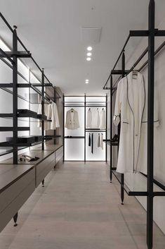 Bright glass surface walk-in closet Walk In Closet Design, Bedroom Closet Design, Closet Designs, Dressing Room Closet, Dressing Room Design, Walking Closet, Apartment Projects, Apartment Design, Apartment Interior