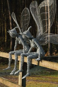 Best 12 British artist Robin Wight uses stainless steel wire to form stunning, dramatic sculptures of winged fairies dancing in the wind. Chicken Wire Art, Chicken Wire Sculpture, Chicken Wire Crafts, Wire Art Sculpture, Art Sculptures, Metal Garden Sculptures, Abstract Sculpture, Bronze Sculpture, Robin Wight