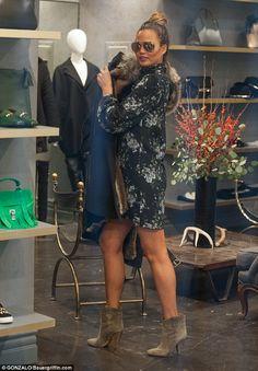 Chrissy Teigen in Alexander McQueen dress - In Los Angeles, California. (24 November 2015)