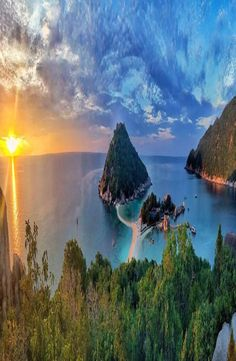 Koh Nang Yuan is a small island about minute long tail boat ride from Koh Tao, at the Central Gulf Coast of Southern Thailand. Koh Tao, Small Island, Backpacker, Cheap Web Hosting, Ecommerce Hosting, Nice View, Places To Go, Thailand, Coast