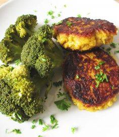 Low Carb Gemüsefrikadellen und Broccoli