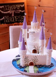 The Castle Cake - Jessica Harris Cake Design . Brief explanation of how this cake was constructed. Easy Castle Cake, Castle Cakes, Castle Birthday Cakes, Fondant Cakes, Cupcake Cakes, Cupcakes, First Communion Cakes, Character Cakes, Modeling Chocolate