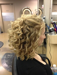 Hairstyles interested in Blonde Curly Hair, Curly Hair Tips, Curly Hair Styles, Short Curly Haircuts, Permed Hairstyles, Cool Hairstyles, Hair Affair, Layered Hair, Great Hair