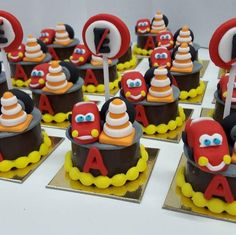 Awesome Cars Party candy bar ideas and their Piston Cup winner treats! Birthday Candy, Cars Birthday Parties, Disney Birthday, Candy Bar Party, Chocolate Covered Oreos, Boho Baby, For Your Party, Bar Ideas, Hot Wheels