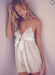 Victorias Secret very sexy pleated babydoll in ivory $40