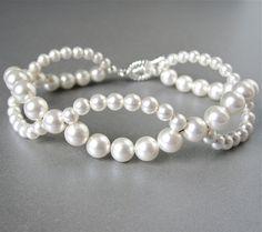 Items similar to Tejido Swarovski perlas pulsera nupcial on Etsy                                                                                                                                                                                 Más