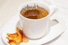Pingado com fitas caramelizadas de coco #Receitas  #Cafe #Pingado