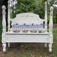 #iodmoulds hashtag on Instagram • Photos and Videos Bed Bench, Annie Sloan Chalk Paint, Outdoor Furniture, Outdoor Decor, Vanity Bench, Couch, Project Ideas, Farmhouse, Videos
