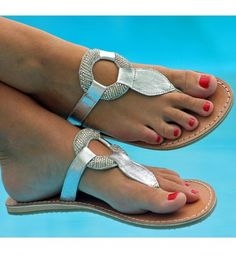 This soft beaded sandal mixes a classic beaded ring design, with a leather toe post and side straps. Perfect for day or night.        Hand made in India    Genuine Leather Upper, with contrast white stitching    Flat non-slip rubber sole