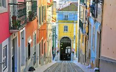 Lisbonne fait partie de notre sélection de destinations à petits prix où partir en 2015. Plus d'infos : www.lonelyplanet.fr/article/ou-partir-petits-prix-en-2015-0 #lisbonne #voyage