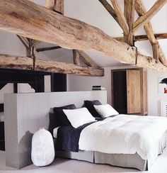 Holy beams in the bedroom! I wonder if they're for practical use or for aesthetics.