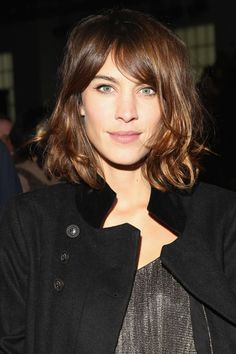 The Very Best Of Alexa Chung's Haircuts And Styles – Ever Alexa Chung's Best-Ever Hair Moments: Tousled Waves, Blunt Bangs & Ombre Strands Short Hair With Bangs, Haircuts With Bangs, Long Bob Hairstyles, Celebrity Hairstyles, Short Hair Styles, Haircut Bangs, Thin Hair, Medium Haircuts, Party Hairstyles