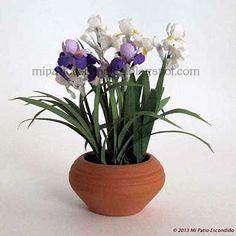 White and lilac Iris - Dollhouse miniature flowers