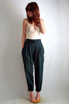 high forest green trousers with yellow shoes (Top Moda Boots) Looks Style, Style Me, Casual Outfits, Fashion Outfits, Emo Outfits, Modest Fashion, Fashion Boots, Fashion Tips, Look Retro