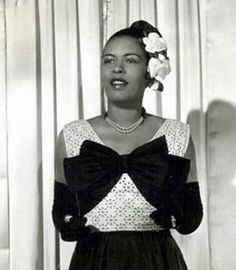 Billie Holiday the flower lady Billie Holiday, Lady Sings The Blues, Bless The Child, Vintage Black Glamour, Mario, Gone Girl, Holiday Wear, Jazz Musicians, Jazz Artists