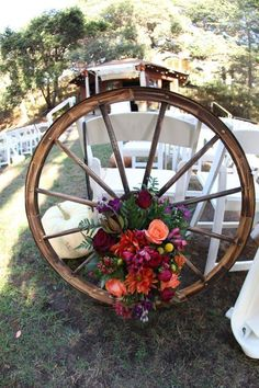 country wedding details 30 Rustic Country Wedding Ideas with Wagon Wheel Details Cowgirl Wedding, Farm Wedding, Chic Wedding, Rustic Wedding, Western Wedding Ideas, Tractor Wedding, Wedding Details, Western Weddings, Country Barn Weddings