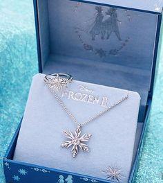 Disney Princess Jewelry, Disney Couture Jewelry, Disney Princess Frozen, Disney Princess Pictures, Disney Jewelry, Cute Jewelry, Jewelry Accessories, Jewelry Design, Accesorios Casual