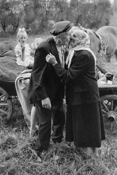 This is what old age should be like.not just old age but life in general, without any prejudgment, life will take the right road and to a graceful life. Old Love, This Is Love, Love Is Sweet, Vieux Couples, Old Couples, Elderly Couples, Mature Couples, Old Photos, Vintage Photos