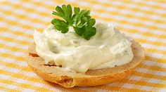 tvarohová pomazánka s česnekem Camembert Cheese, Sandwiches, Food And Drink, Pudding, Recipes, Events, Holidays, Spreads, Cooking