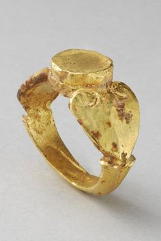 ROMAN GOLD RING. DATE: 3rd Century AD  CULTURE:  Roman  CATEGORY:  Jewelry  MEDIUM: Gold. @designerwallace
