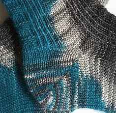 tausendschoen-jakob-ferse tausendschoen-jakob-ferse The Effective Pictures We O Knitted Gloves, Knitting Socks, Baby Knitting, Baby Boy Booties, Best Slippers, Just For Fun, Yin Yang, Wool Yarn, Mittens