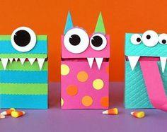 Caixa de presente artesanal - guia para estimular a criatividade - Geschenke Diy Halloween, Bonbon Halloween, Halloween Arts And Crafts, Halloween Treats, Diy And Crafts Sewing, Crafts To Sell, Craft Activities For Kids, Crafts For Teens, Monster Treats